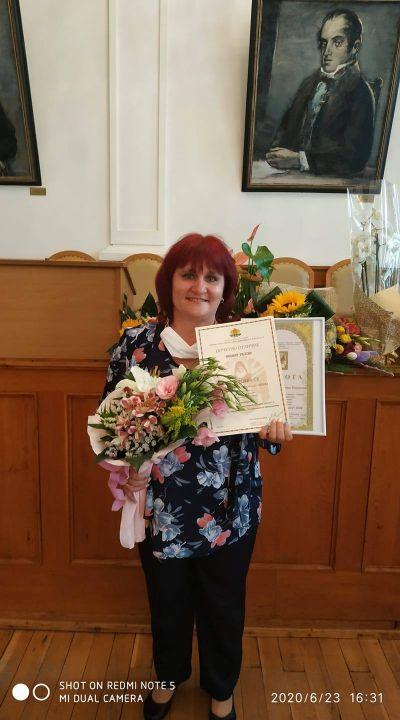 През 2020 г-жа Стоичкова е отличена с приза Учител на годината  1